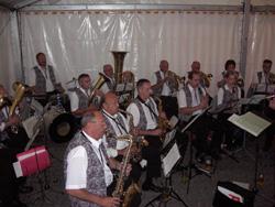 Die Musikkapelle Unterbalbach spielte am Samstag im Festzelt