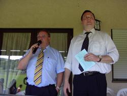 Der Vorsitzende der DJK Stefan Kolb und Bürgermeister Thomas Maertens begrüßten am Sonntag die Mannschaften