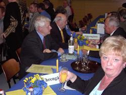 Der Tisch mit den Ehrengästen