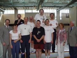 Die erste Mannschaft der DJK Unterbalbach mit der Vorstandschaft der DV Freiburg